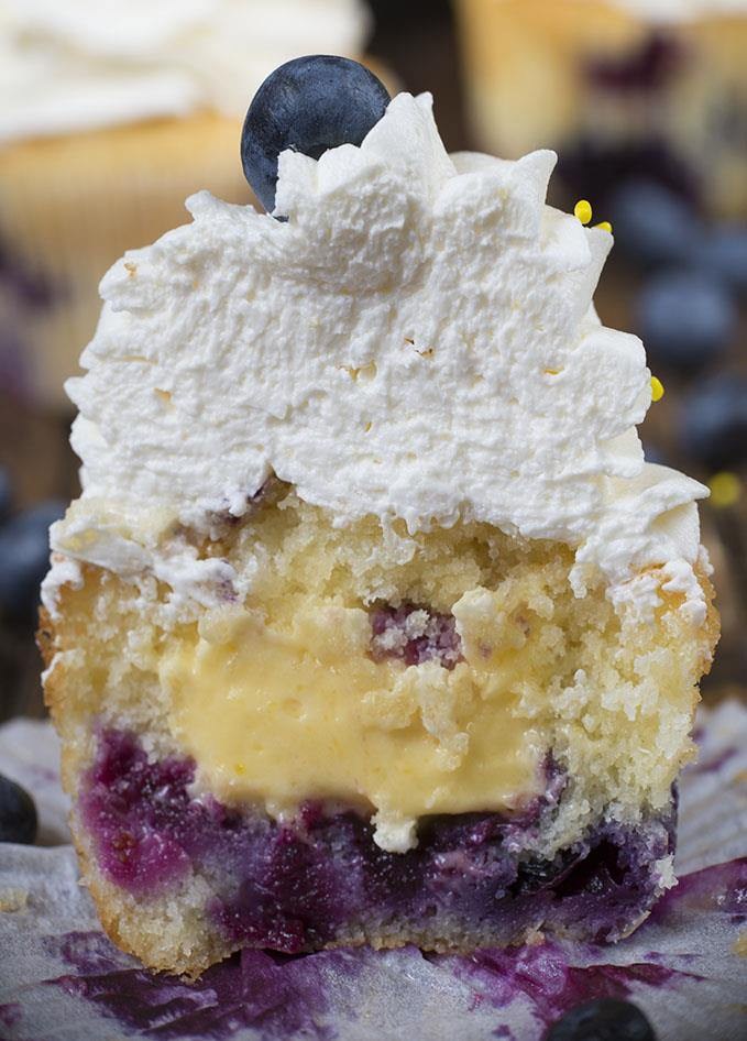 If you wand cupcakes for dessert in these hot days, then the combination of fresh Blueberry cupcakes and the tasty lemon curd in them  will be the perfect combination for you. Trust me, Blueberry Cupcakes with Lemon Curd filling cooled off in the fridge will refresh you just as good as ice cream! Try it!!!