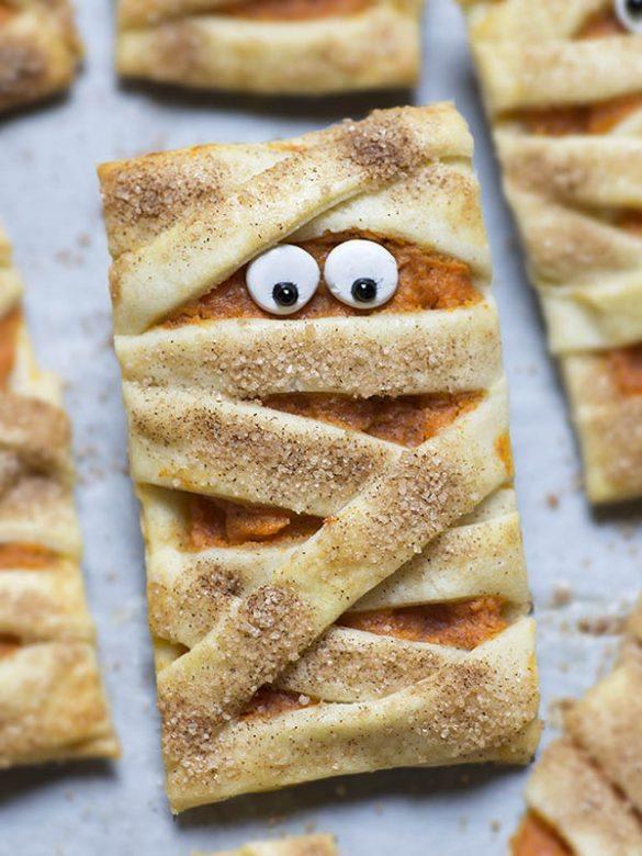 Mummy Pumpkin Cookies - rectangle shape mummy cookies with eyes.