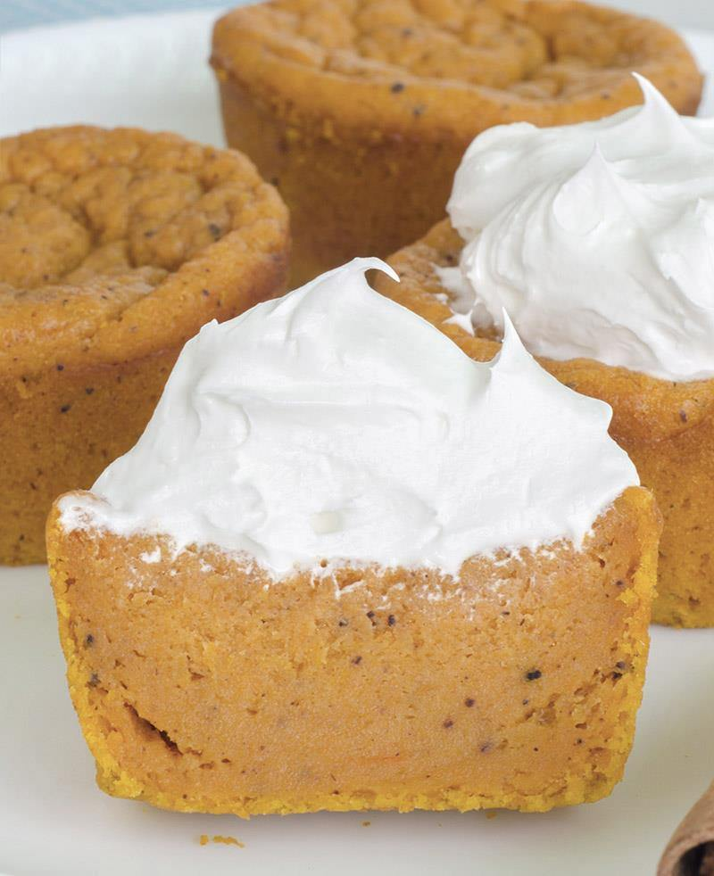 The season of fall baking will start soon so here is revisited version of my most popular recipes ever. Check the video version of OMG Pumpkin Pie Cupcakes !