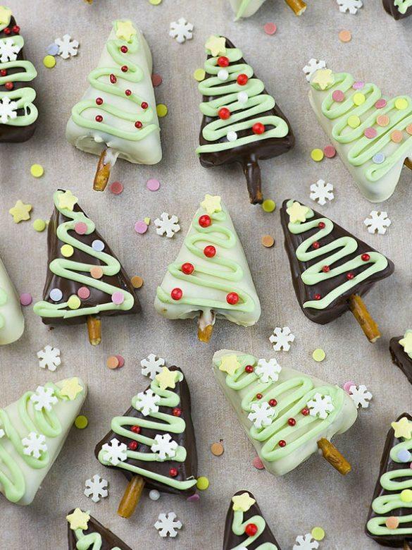 Photo of A bunch of Christmas Tree Oreo Truffles