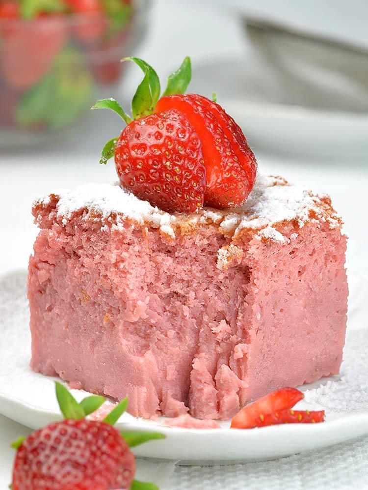 Easy Banana And Strawberry Cake