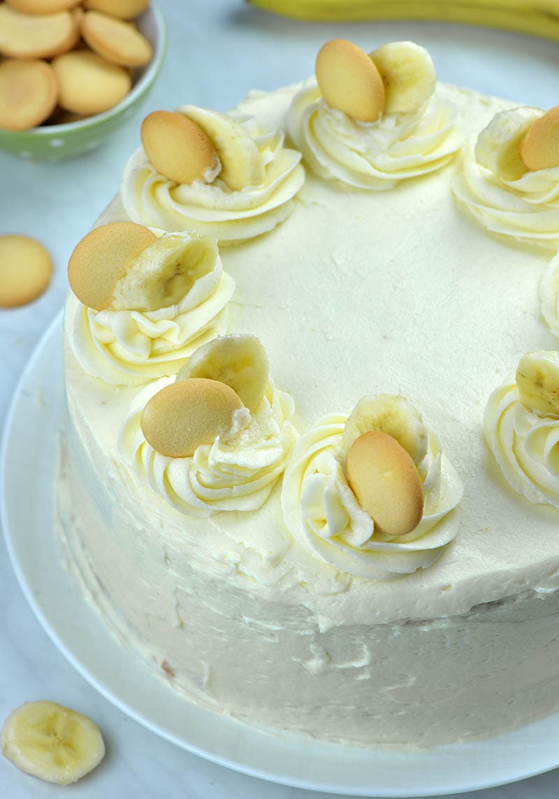 Whole banana cake from top view! Decorated with cream cheese frosting and banana slices.