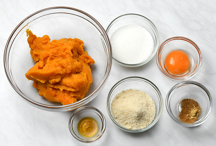 Ingredients for pumpkin pie filling: pumpkin puree, sugar, brown sugar, granulated sugar, egg yolk and spices.